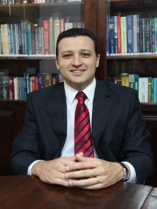 Dr. Fabrício de Carvalho